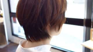 白髪があってもいつもと違う髪色で遊ぶショートヘア