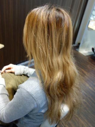 金髪ロングからグレイッシュな外国人風カラー へイメチェン