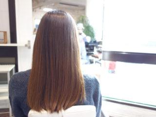 髪がキレイな女性の秘密はハナ ヘナですよ