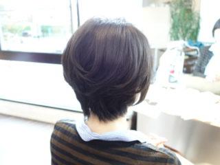 ショートヘアのくせ毛と収まりのバランス