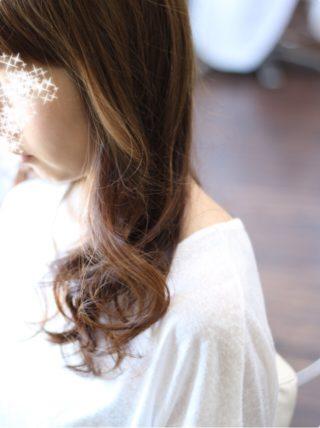 髪を傷めないで明るく見せる方法もありますよ